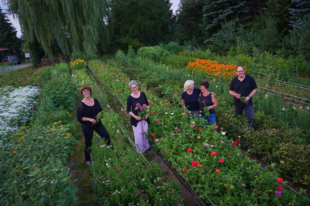 Floristen Mit Gertrud Koesel Im Garten