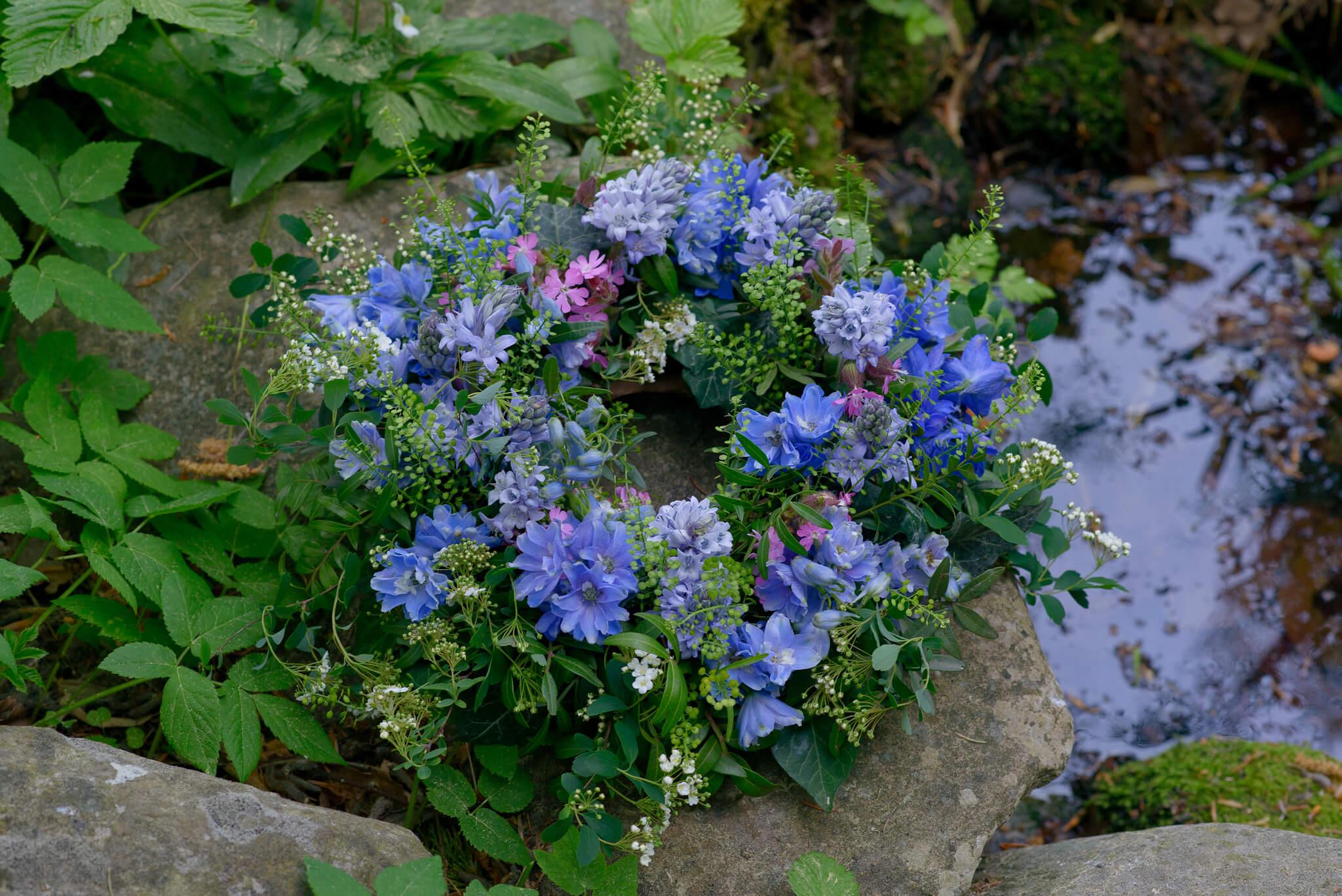 Trauerkranz Blaue Blueten