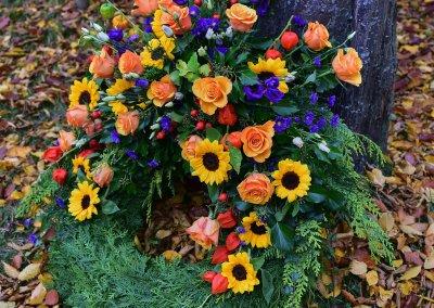 Trauerkranz Bunt Mit Rosen Und Sonnenblumen